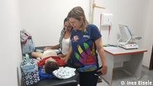 Brasilien Mikrozephalie - Der kleine José Wesley bei der Physiotherapie