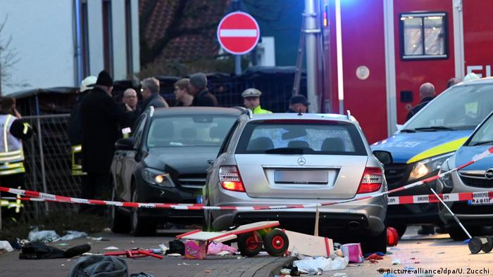 The car that drove into crowd in Volkmarsen on Monday (picture-alliance/dpa/U. Zucchi)