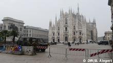 Italien Mailand Coronavirus | Domplatz in Mailand mit Abspeergitter und Armee-Fahrzeug