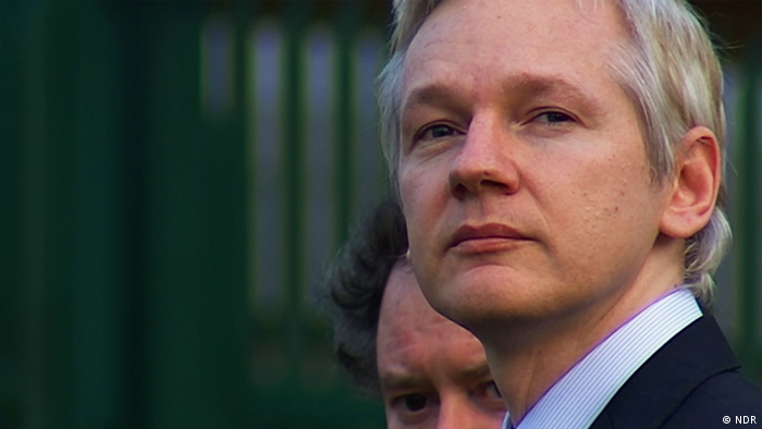 Julian Assange fathered two children with lawyer in embassy: report | News  | DW | 12.04.2020