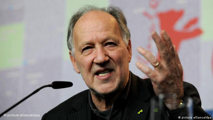 Foto zeigt Werner Herzog auf einem Podium (picture alliance/dpa)