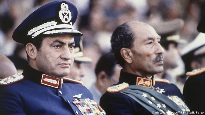 Ägypten Anwar Sadat und Husni Mubarak (picture-alliance/AP Photo/B. Foley)
