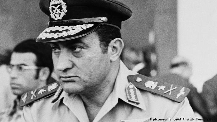 حسني مبارك.. الطيار الحربي الذي حكم مصر 30 عاماً