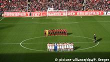 Fußball Bundesliga SC Freiburg - Fortuna Düsseldorf Fanbanner gegen Rassimsus