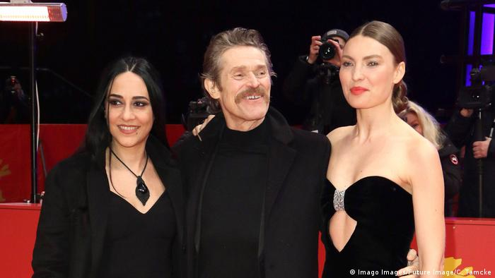 Willem Dafoe (on the red carpet with co-stars Giada Colagrande and Cristina Chiriac (Imago Images/Future Image/C. Tamcke)