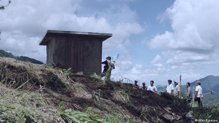 Un misterioso cobertizo inquieta a los pobladores de una aldea rural en Filipinas.