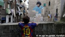 UEFA Champions League | SSC Neapel - FC Barcelona | Fan in der Stadt, Graffiti Maradona