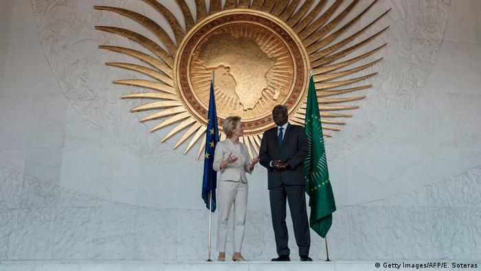 Ursula von der Leyen e Moussa Faki Mahamat na sede da UA em Addis Abeba