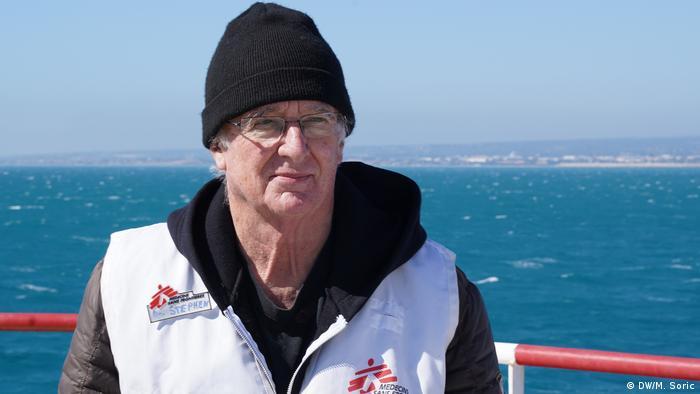 DW-Reportage-Reise Miodrag Soric | Rettungsschiff Ocean Viking | Dr. Stephen K. Hall, Ärzte ohne Grenzen (DW/M. Soric)