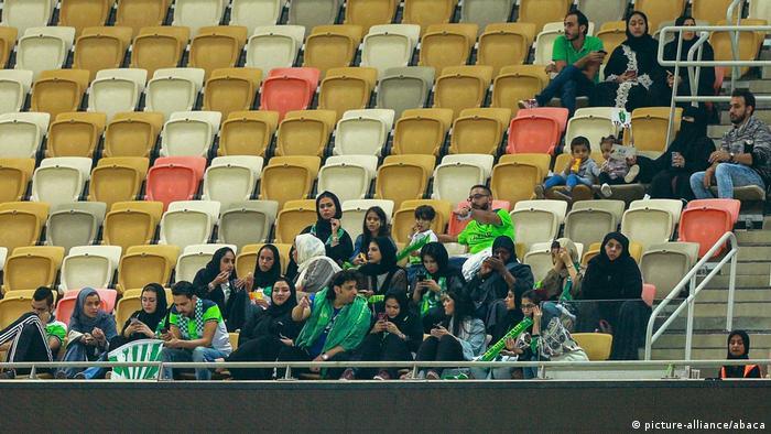 Saudi-Arabien Fußball Frauen im Stadion