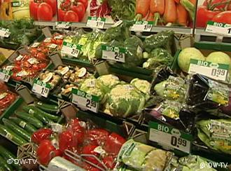 Organic food shelf in German supermarket (Photo: DW-TV/ Made in Germany)