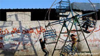 Kinder in Gaza auf einem Karussel (Foto: Claudia Tomassini)