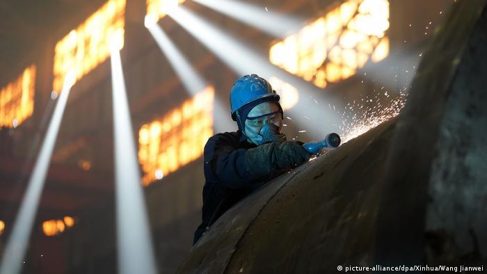 Coronavirus China Fabriken nehmen Produktion wieder auf (picture-alliance/dpa/Xinhua/Wang Jianwei)