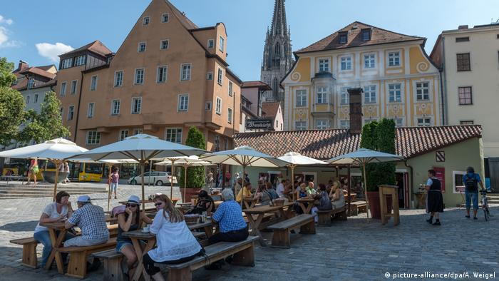 Germany | Regensburg Historische Wurstkuchl, Historic Sausage Kitchen restaurant (picture-alliance/dpa/A. Weigel)