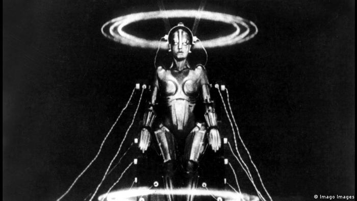 Kostum robot yang begitu ikonik dalam film Metropolis (1927)