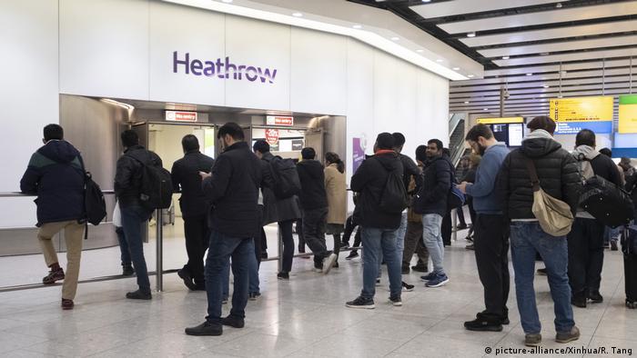 Пристигащи пътници на лондонското летище Хийтроу