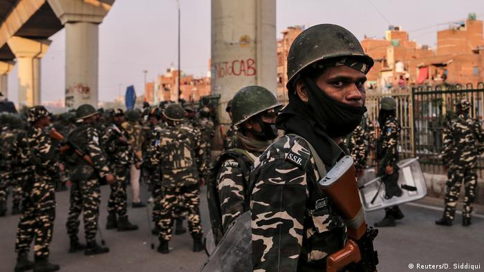 Indien Neu Delhi | Unruhen durch Proteste für und gegen neues Gesetz zur Staatsbürgerschaft (Reuters/D. Siddiqui)