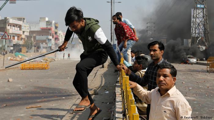 Indien Neu Delhi   Unruhen durch Proteste für und gegen neues Gesetz zur Staatsbürgerschaft
