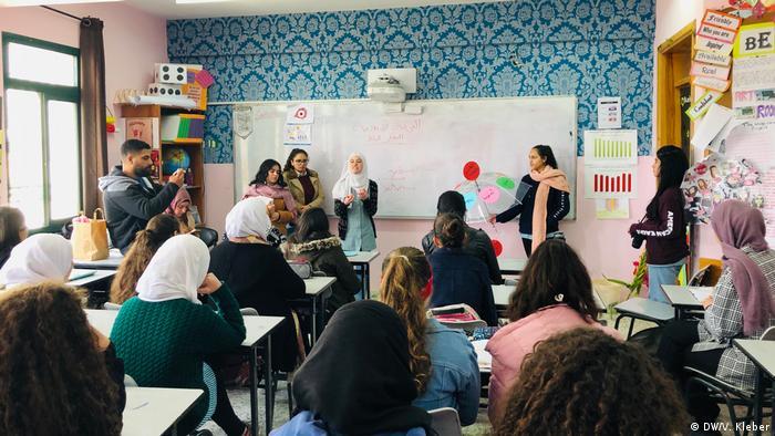 Lernen aufzuschreiben, was bewegt – viele palästinensische Schülerinnen und Schüler haben Gewalt erlebt