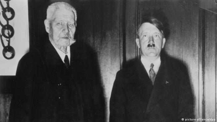 Reichspräsident Paul von Hindenburg und Adolf Hitler bei Ernennung zum Reichskanzler