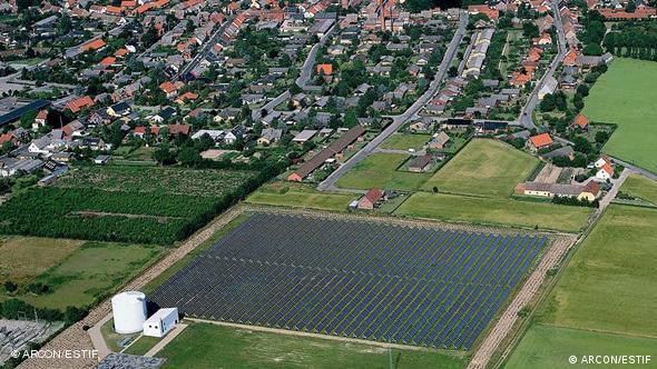 Großes Feld mit Sonnenkollektoren (Quelle: ESTIF)