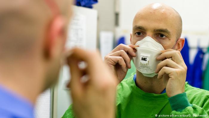 Jonas Schmidt-Chanasit. Za mało wiemy o patogenezie wirusa SARS-cv-2