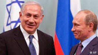 سطح مبادلات تجاری اسرائیل با روسیه دو برابر تبادلات تجاری ایران با روسیه است- ولادیمیر پوتین (راست) و بنیامین نتانیاهو، نخستوزیران روسیه و اسراییل در دیدار ماه فوریه ۲۰۱۰ در مسکو