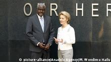 Äthiopien Addis Abeba | Memorial wall of African Peacekeepers | von der Leyen & Faki Mahamat (picture-alliance/Anadolu Agency/M. Wondimu Hailu)