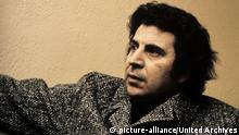 MIKIS THEODORAKIS / MIKIS THEODORAKIS komponierte die weltberühmte Filmmusik zu 'Alexis Sorbas'. Aufnahme aus den 1970er Jahren. / Überschrift: MIKIS THEODORAKIS *** Local Caption *** 00641877 | Verwendung weltweit