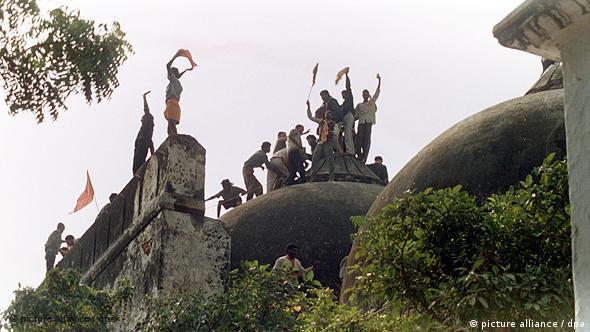 Radical Hindus take over the Babri Mosque