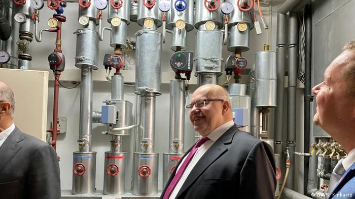Peter Altmaier zu Besuch bei der Firma ST-Gebäudetechnik in Potsdam