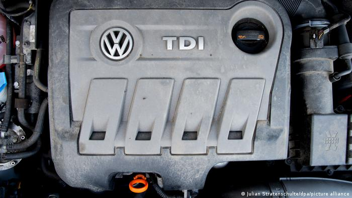 Blick auf den vom Abgas-Skandal betroffenen VW-Dieselmotor vom Typ EA 189 (Foto: picture-alliance/dpa/J. Stratenschulte)