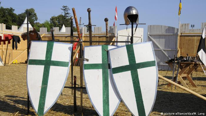Three shields (picture-alliance/dpa/W. Lang)