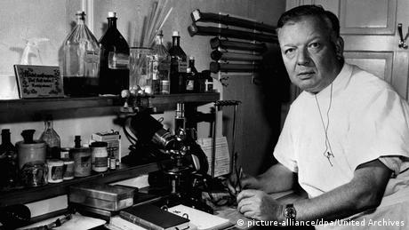 Вернер Форсман бил ексцентрик още по време на следването. Германският хирург искал непременно да докаже, че е възможно гъвкав катетър да бъде прокаран от сгъвката на лакътя чак до сърцето. Началниците на Форсман му забранили категорично да провежда подобен експеримент. Той обаче не се отказал от него. През 1929 изпробвал теорията си лично - тайно, разбира се.