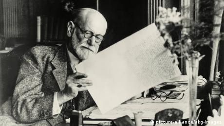Австрийският психолог и лекар Зигмунд Фройд е известен като основател на психоанализата - метод, който се използва и в наши дни. По-малко известен е фактът, че като лекар в болницата във Виена той е изследвал и въздействието на кокаина. От публикувани негови писма става ясно, че самият Фройд дълго време е консумирал кокаин.