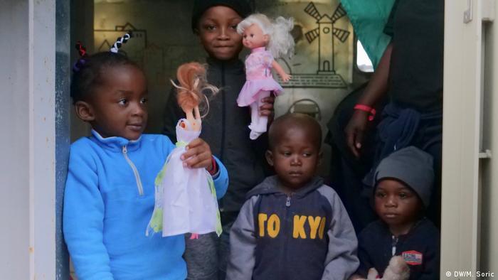 EINSCHRÄNKUNG | DW-Reportage-Reise Miodrag Soric | Rettungsschiff Ocean Viking | Tagebuch Nr. 5 - Kinder, Spielzeug (DW/M. Soric)