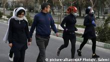 28.02.2020 *** Two women jog with face masks on as others walk while enjoying their weekend afternoon at Pardisan Park in Tehran, Iran, Friday, Feb. 28, 2020. Iranians in Tehran on Friday found time to enjoy their weekend, even as authorities canceled Friday prayers and closed universities, schools and parliament over fears about the new coronavirus. (AP Photo/Vahid Salemi)  