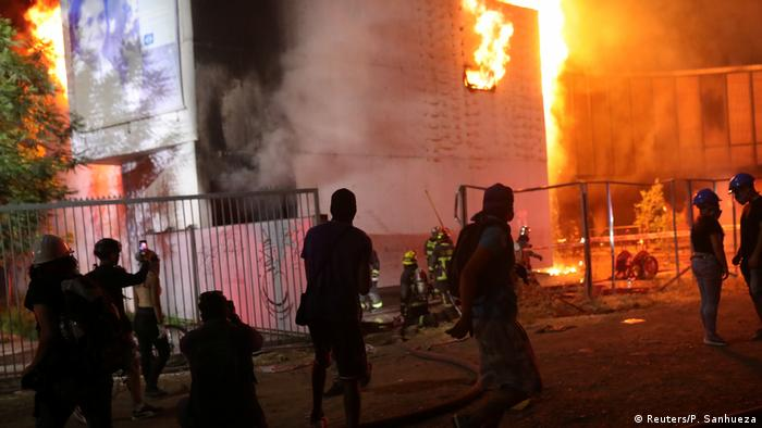 Chile Santiago Violeta Parra Museum Feuer protest