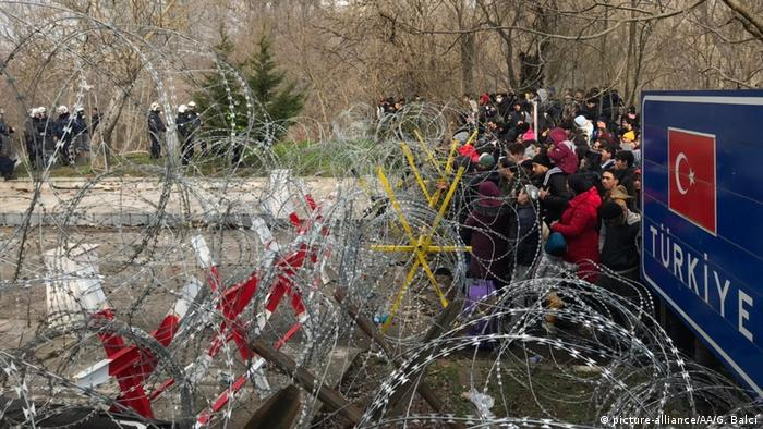 Заграждения из колючей проволоки на границе Турции и Греции