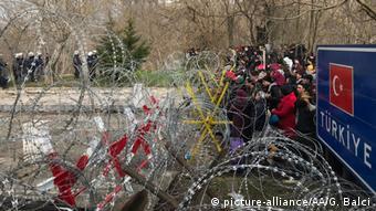 Türkei Edirne Ausschreitungen an Grenzübergang zu Griechenland (picture-alliance/AA/G. Balci)