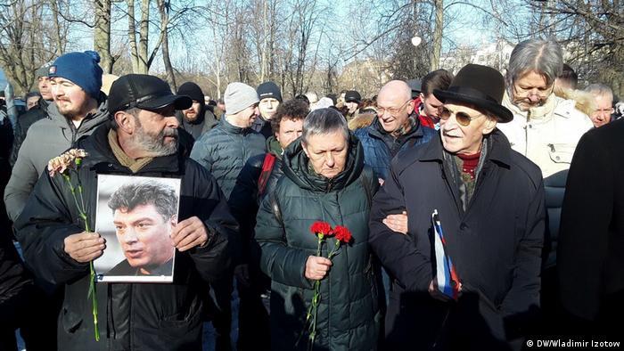 Russland Sankt-Petersburg Gedenken an Oppositionsführer Boris Nemzow (DW/Wladimir Izotow)