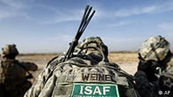 Das Foto (2010) zeigt den aufgeschnallten Rucksack eines US-amerikanischen ISAF-Soldat in der südafghanischen Provinz Helmand (Foto: AP)