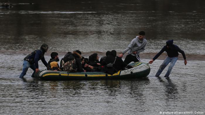 Türkei Flüchtlinge überqueren den Evros-Fluss, um Griechenland zu erreichen