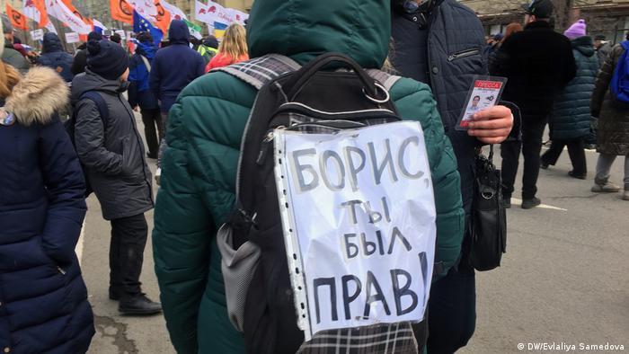 Некоторые участники шествия пришли задолго до его начала и предпочли идти перед заглавной колонной. Некоторые, особенно креативные, - даже задом наперед.