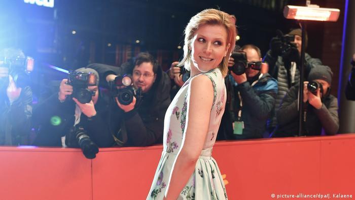 Berlinale 2020 | Roter Teppisch | Franziska Weisz (picture-alliance/dpa/J. Kalaene)