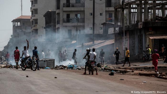 Des émeutes ont éclaté entre jeunes manifestants et policiers dans la banlieue de Conakry