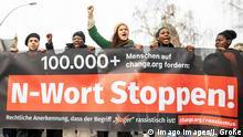 Demonstration gegen das N-Wort in Hamburg Am 29.02.2020 demonstrierten mehr als 400 Menschen in Hamburg gegen das N-Wort. Anlass ist ein Urteil des Landesverfassungsgerichts Greifswald im Dezember. Das Gericht sagte, dass der Begriff Neger nicht auschließlich herabwürdigend sei. Die Demonstrant*innen sehen das anders. Für sie ist das N-Wort immer abwertend und rassistisch. Hamburg Deutschland *** Demonstration against the N word in Hamburg On February 29, 2020, more than 400 people demonstrated in Hamburg against the N word The reason is a judgement of the Greifswald State Constitutional Court in December The court said that the term Negro is not exclusively derogatory The demonstrators see it differently For them the N word is always derogatory and racist Hamburg Germany