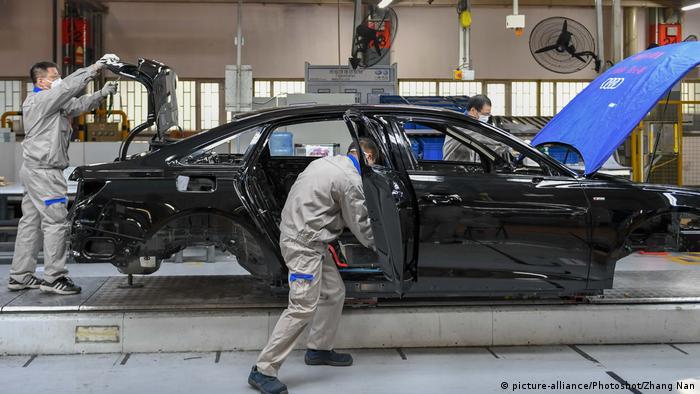 На автомобильной фабрике в КНР