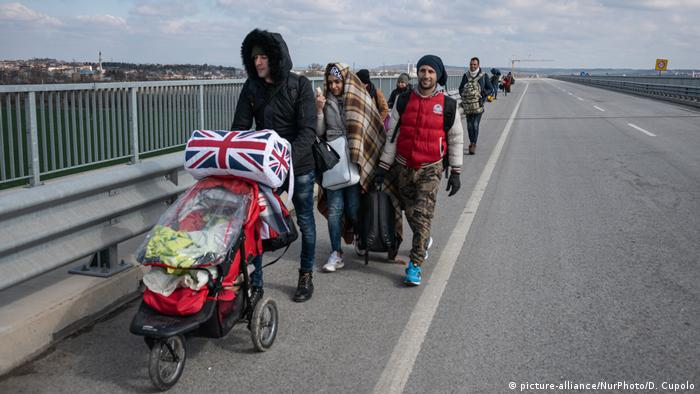 Migrants and refugees walk towards the border between Edirne, Turkey and Greece