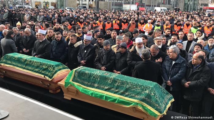 مراسم جنازة اثنين من ضحايا هجوم هاناو هما حمزة كورتوفيتش وسعيد هاشمي
